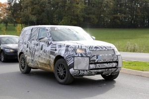 1445892684_2017-land-rover-discovery-5-shows-up-for-its-first-spy-shots-ever-photo-gallery_3