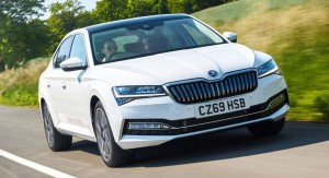 2020-skoda-superb-iv-phev-uk-0-1024x555